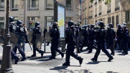 В Париже задержали более 90 демонстрантов за нарушение карантина
