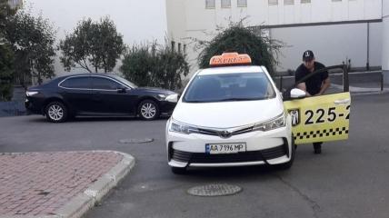 Киевский таксист избил итальянок