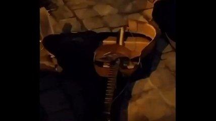 В самом сердце Львова музыканта избили за песни на русском (видео)