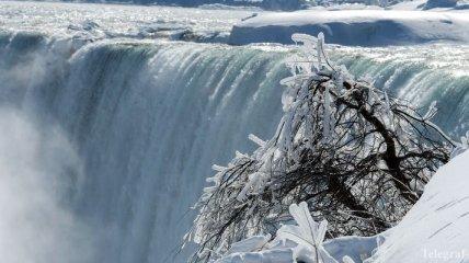 Редкостное явление: в Канаде замерз Ниагарский водопад