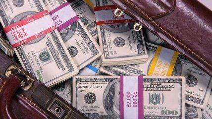 Мужчина оставил официанту $ 11 тыс. чаевых