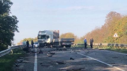 Среди участников аварии есть как легковые, так и грузовые авто