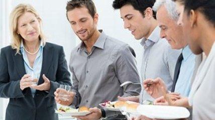 Для более эффективной работы коллектив должен обедать вместе