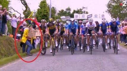 """Стала известна судьба болельщицы, спровоцировавшей массовый завал велогонщиков на """"Тур де Франс"""" (видео)"""
