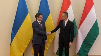 Первый невиртуальный визит: Кулеба поехал в Венгрию