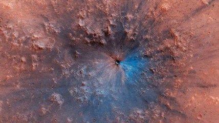Появилось фото кратера, образовавшегося на Марсе