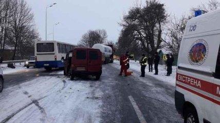 В Винницкой области столкнулся микроавтобус и автобус, есть пострадавшие