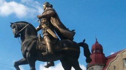 Янукович взял под личный контроль поиски останков короля