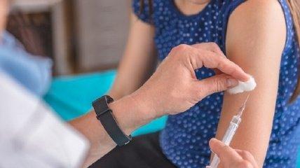 В США хотят доплачивать гражданам за вакцинацию от COVID-19