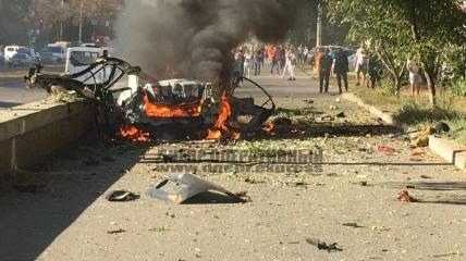 Палаюча машина після вибуху