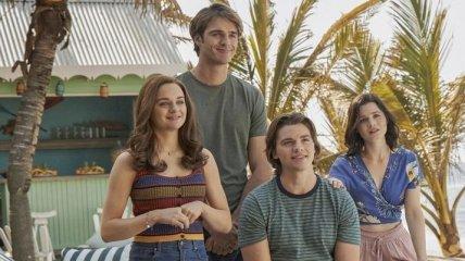 """""""Что выберет Эль?"""": Netflix показал дебютный трейлер романтической комедии """"Будка поцелуев 3"""" (видео)"""