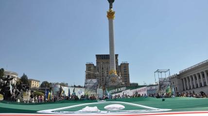Прапор Ічкерії на Майдані Незалежності в Києві