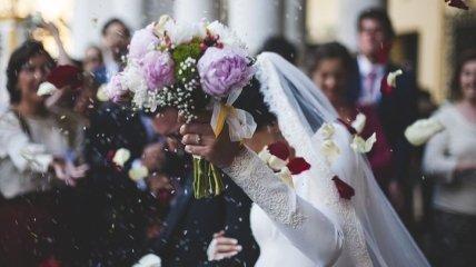 Прикольные СМС-поздравления с днем свадьбы 31 августа: стихи и открытки