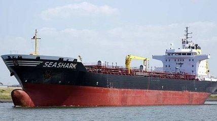 Украинские моряки возвращаются с задержанного в Египте танкера