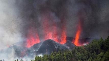 Извержение вулкана Кумбре-Велья на Канарах