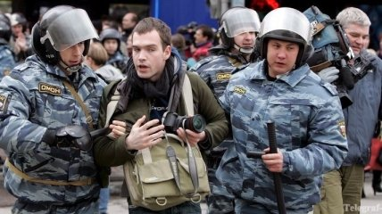 За месяц в России совершили 13 нападений на журналистов
