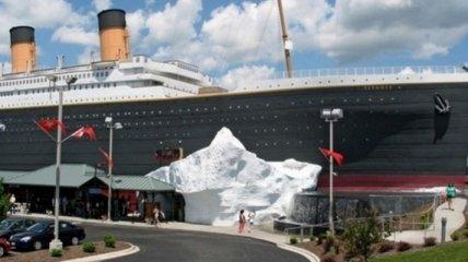 """На фанов """"Титаника"""" рухнул айсберг: спасать пострадавших пришлось вертолетом (видео)"""