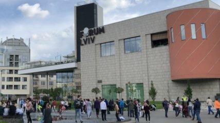 Во Львове произошло сильное задымление в ТЦ Forum Lviv (Фото и видео)