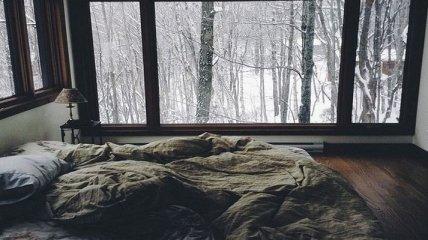 Уютные спальни с зимними видами из окна (Фото)