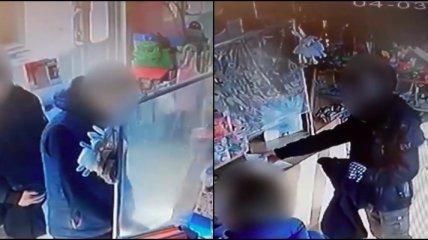 Подростки украли коробку с деньгами для тяжело больного ребенка и попали на видео