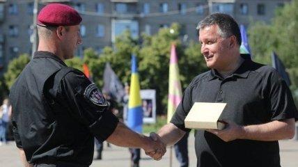 Аваков наградил оружием более 400 человек за год