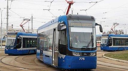 В Киеве движение скоростного трамвая снова приостановят