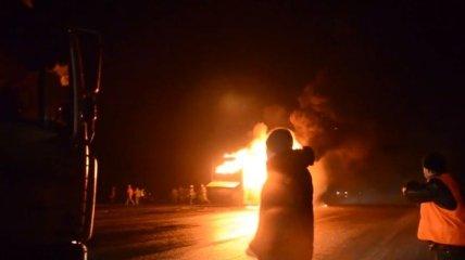 На Черкасщине повстанцы задержали и сожгли двухэтажный автобус
