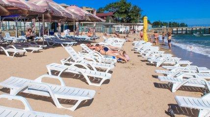 Избил за шезлонг: в Одессе пьяный турист не захотел платить за услугу