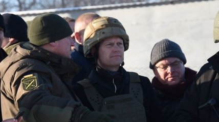 Глава МИД Дании посетил зону ООС (Фото)