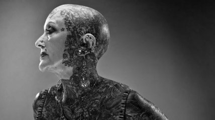 Умерла самая татуированная в мире пенсионерка