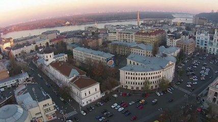 В Киеве вооруженный мужчина напал на человека