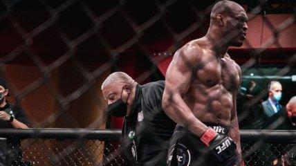 Усман забил Бернса в чемпионском бою UFC (видео)