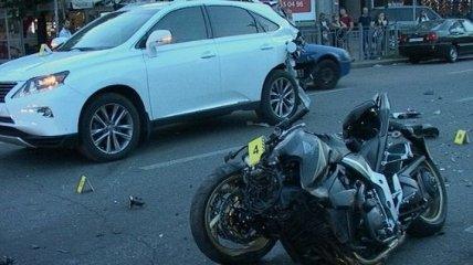 В центре Киева Lexus сбил насмерть мотоциклиста