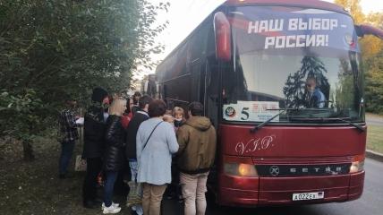 Жителів окупованих територій України масово везуть на вибори в РФ
