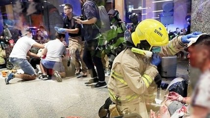 В Гонконге вооруженный мужчина напал на члена парламента