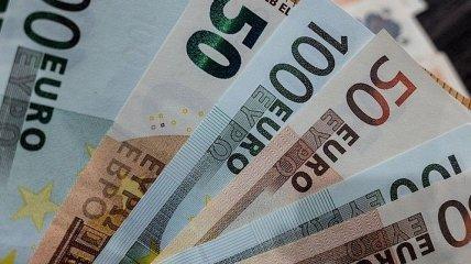 Курс валют на 24 декабря: доллар на минимуме четырех лет