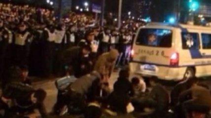 Давка в Шанхае могла произойти из-за брошенных денежных купюр