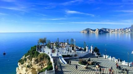 Смотровая площадка входит в список наиболее популярных туристических точек города.