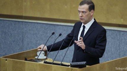 Медведев учителям: Нужны деньги – идите в бизнес