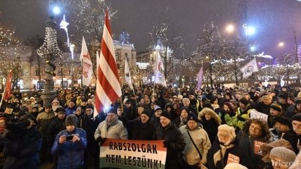 """Профсоюзы Венгрии готовы выйти на улицы из-за """"рабского закона"""""""