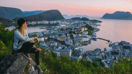 В Норвегии больше не будут носить маски и ограничивать население карантином