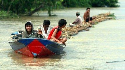 Девять подростков утонули возле пляжа в Индонезии