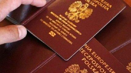 Стало известно, когда в Варшаве примут решение об изображениях в паспортах