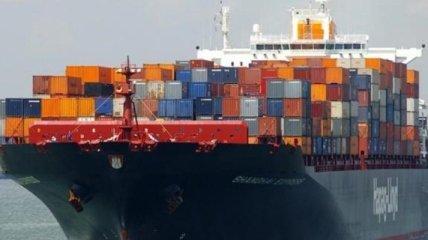 В Атлантическом океане продолжает гореть контейнеровоз