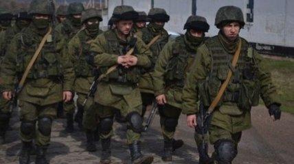 ИС: РФ стянула к материку десятки танков и авиацию