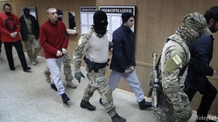 """ЕС наблюдал за """"судом"""" над украинскими моряками и осуждает его решение"""