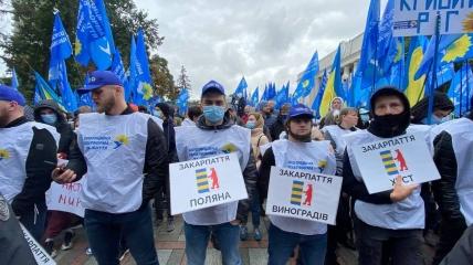ИноСМИ: Несколько тысяч людей пришли к зданию Рады с требованием освобождения Виктора Медведчука