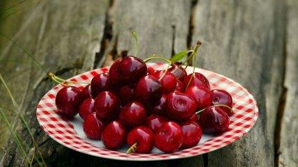 Вишня или черешня? Диетолог подсказал, какую ягоду лучше выбирать