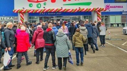 """""""Ни разу гипермаркета не видели?"""" Кадры с открытия магазина в Донецке удивили сеть"""
