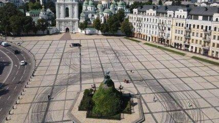 В полиции сделали заявление о дрифтерах на Софийской площади в Киеве (видео)